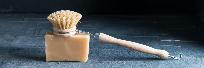 Brosse à vaisselle sur savon vaisselle Takaterra.com